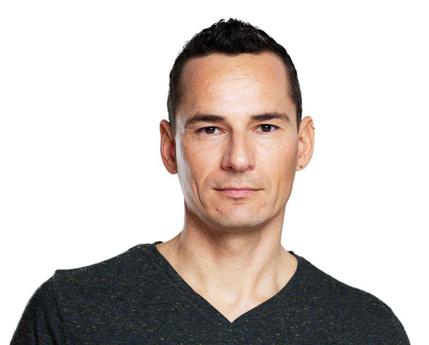 Florian-Spater,-Yogalehrer,-Business-Yogalehrer,-Kinder-Yogalehrer